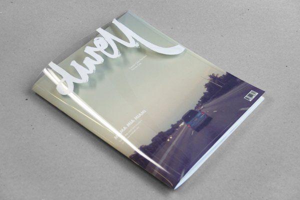 طراحی جلد مجله با یک پوشش شفاف